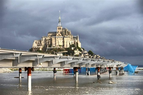 Le nouveau pont passerelle du mont saint michel le pont passerelle du mont - Mont saint michel travaux ...